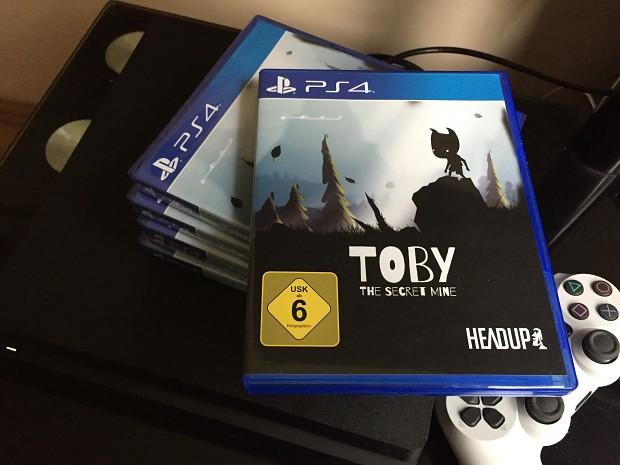 PS4 retail boxes